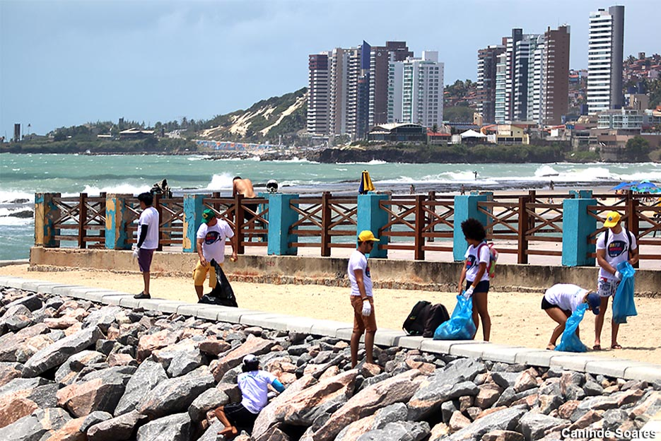 Com 5 mil voluntários nas praias de Natal no 'Dia Mundial da Limpeza'