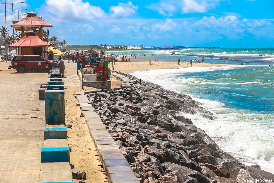 Praia do Meio neste domingo, 03, por volta do meio dia.