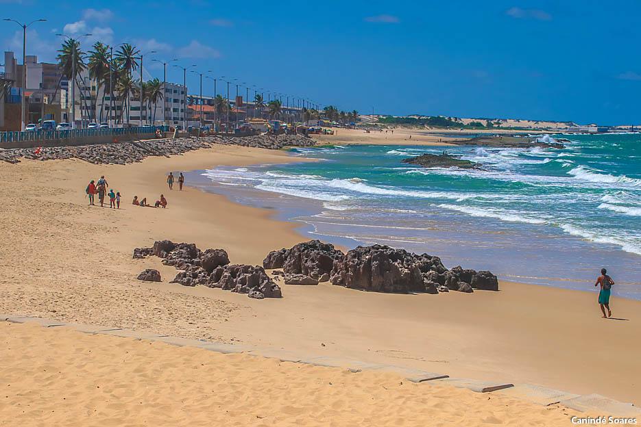 Praias urbanas praticamente vazias no primeiro dia das medidas restritivas que durarão duas semanas