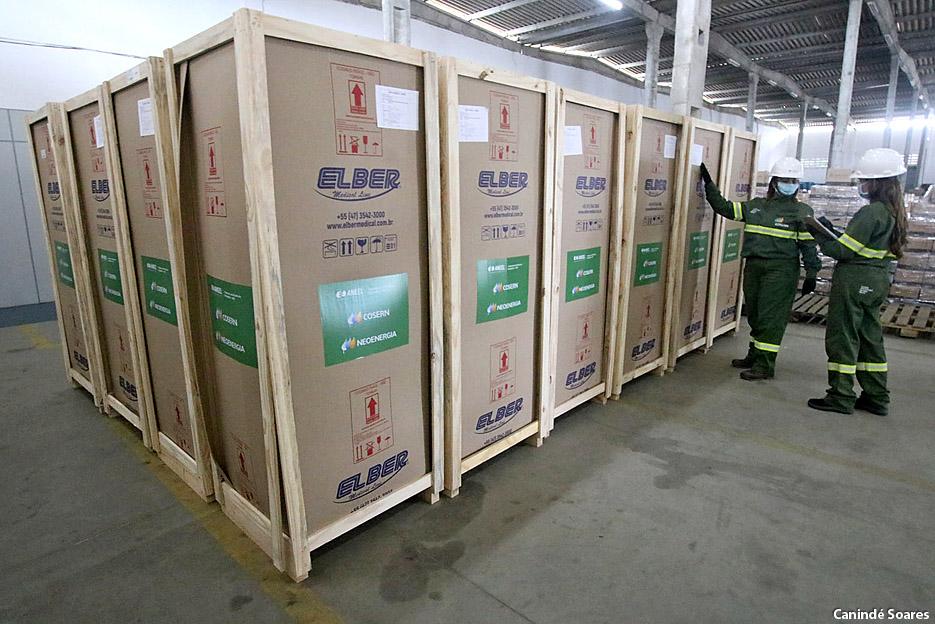 Cosern entrega os 20 primeiros refrigeradores científicos para armazenar vacinas doados aos municípios potiguares