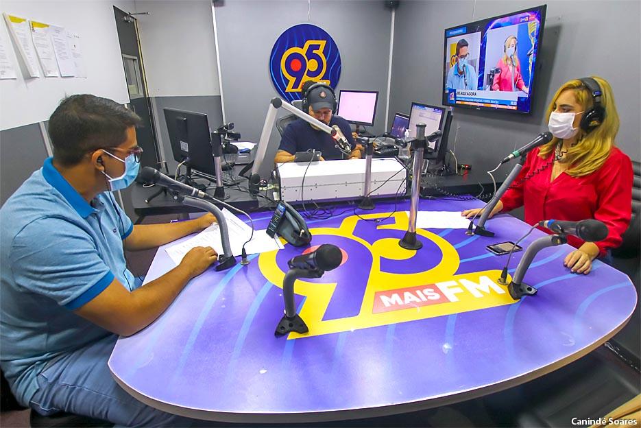 """A rádio 95 Mais FM estreou na última segunda-feira o """"95 Aqui Agora"""""""