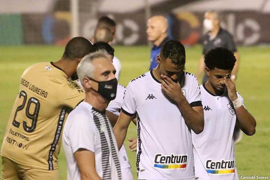 Botafogo perde para o ABC nos pênaltis e cai na Copa do Brasil de forma agonizante