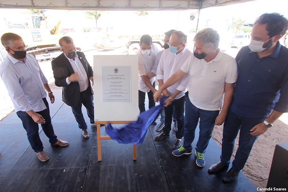 Lançamento da pedra fundamental para início das obras do trecho ferroviário da Linha Roxa